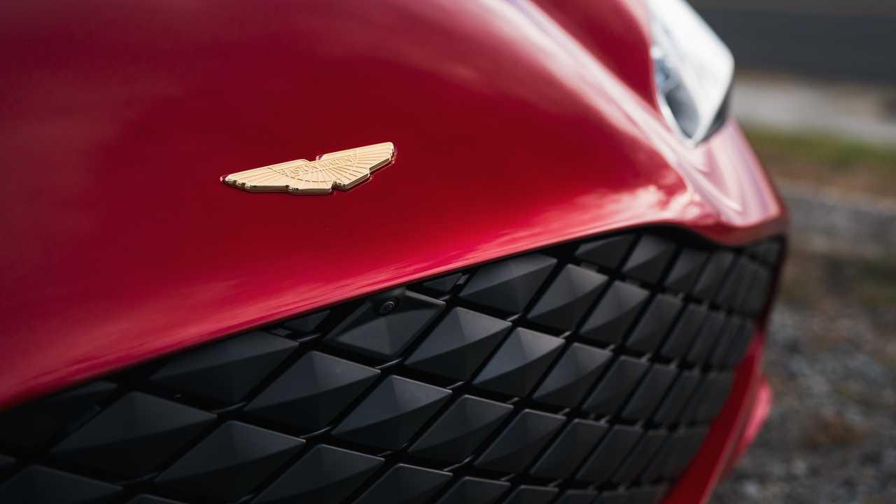 Aston Martin DBS GT Zagato Dengan V12 760HP