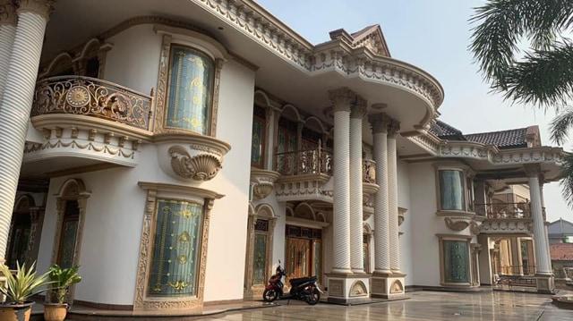 Muzdalifah ingin menjual rumahnya