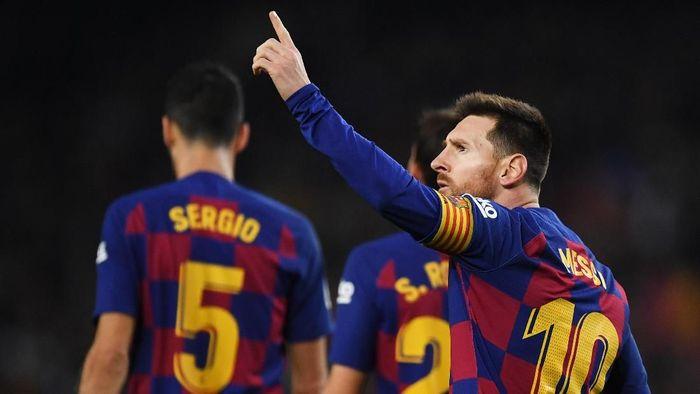 Gol Spektakuler Dari Kaki Suarez Ke Gawang Mallorca