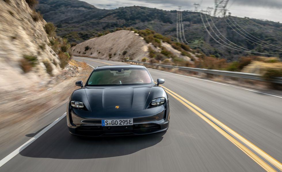 Porsche Taycan 4S Lebih Masuk Akal Namun Masih Sangat Bagus