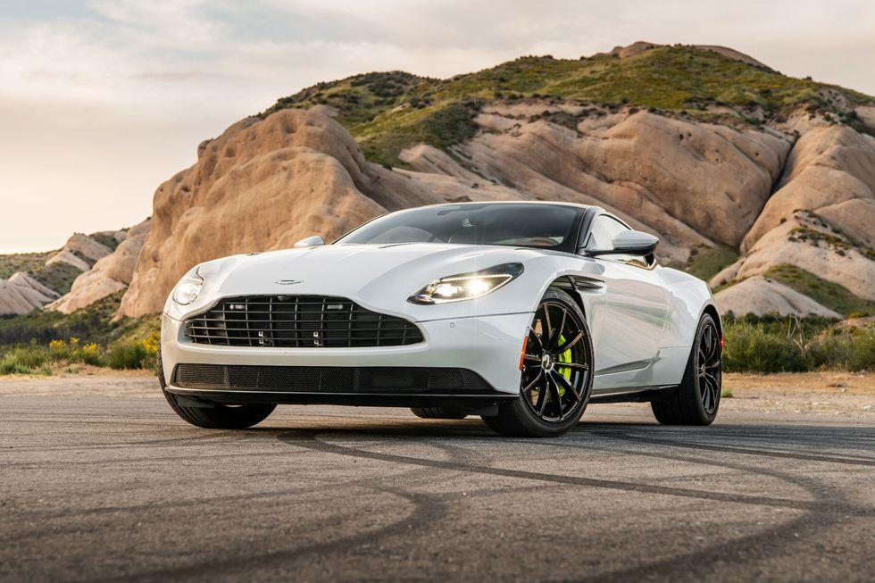 Aston Martin DB11 AMR Jawaban Untuk Pencari Tenaga Yang Besar