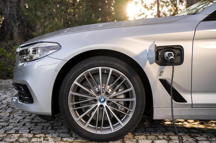 BMW Seri 5 Dan X1 Model Elektrik Sedang Dalam Proses Perakitan